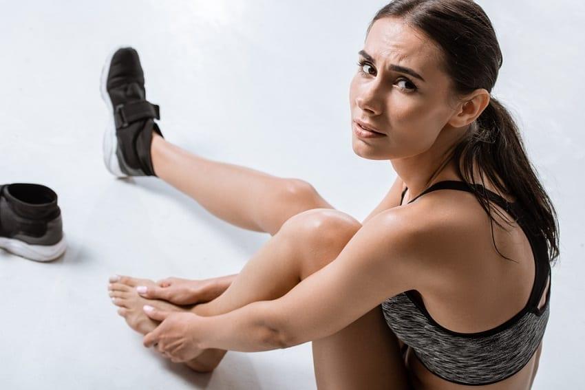 deportista con dolor en los pies