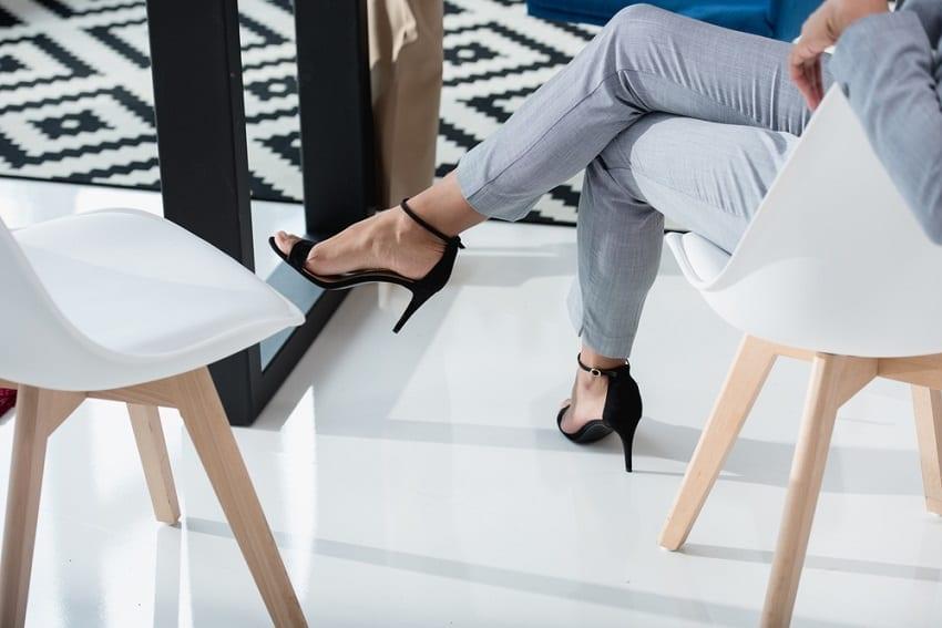 zapatos de tacón provocan dedos en martillo