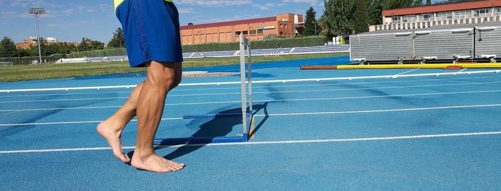 Por qué no debemos correr descalzos o con sandalias