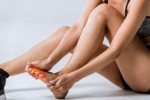 problemas en los pies y sufre mucho dolor