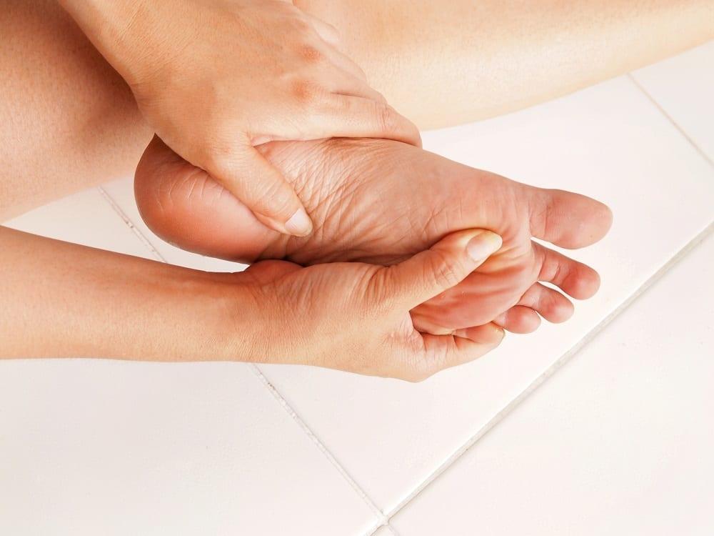 Cortes y heridas en los pies ¿Qué hacer si te haces daño caminando descalzo?