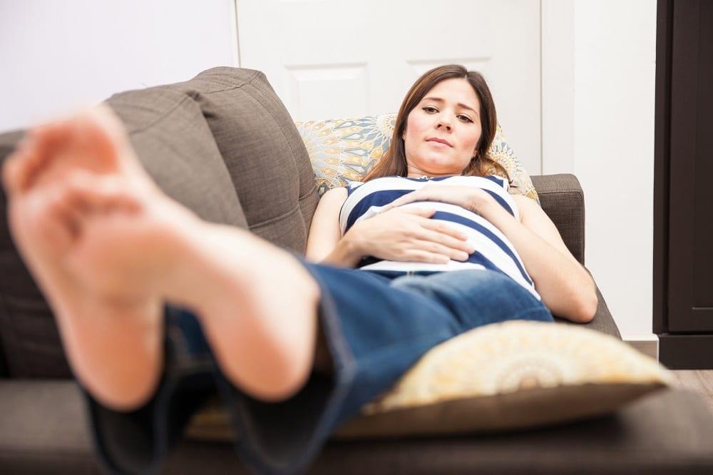 Pies hinchados: Estas son las causas de la inflamación en tus pies