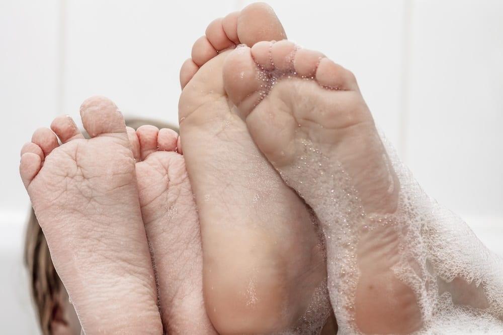 ¿Por qué se arruga la piel de los pies con el agua?