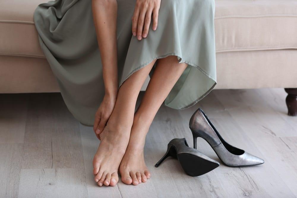 Razones por las que se duermen los pies