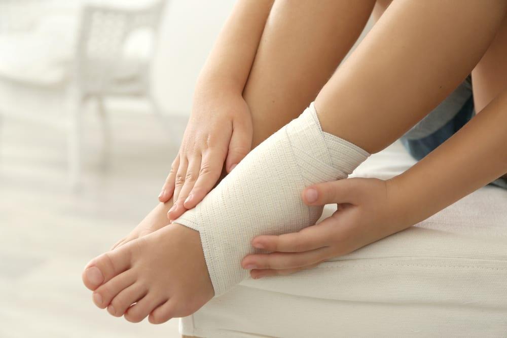 vendaje por golpe fuerte en el pie