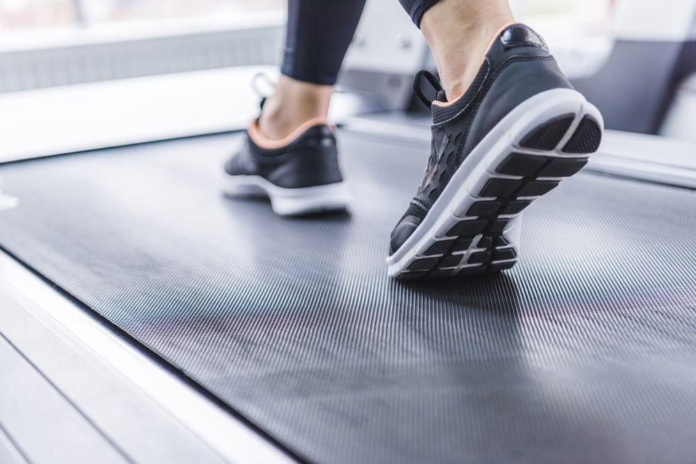¿Cuáles son las diferencias entre correr en cinta o al aire libre?